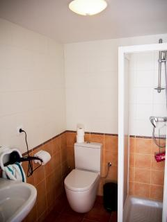 Lower level bathroom of en-suite