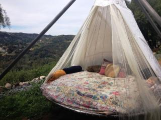 Floating Bed Glamping in Nature, Topanga