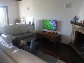 Sala de estar- comedor con chimenea