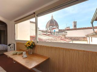 Beautiful, bright apartment in Florence overlooking the Duomo