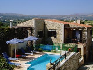 Villa Manolis, Asteri
