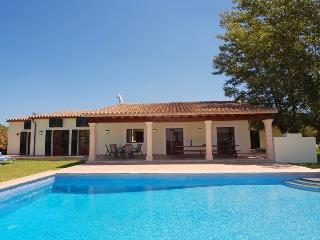 Villa Bingo. Large pool. 5 bedrooms. Countryside location. Nice views. Free car!