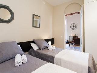 Stay in the heart of Barcelona by Plaza Catalunya - 4BR/2.5BA city centre home.