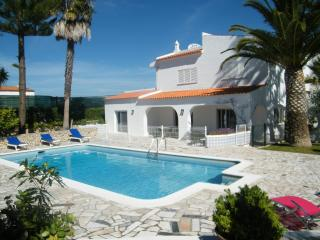 Carvoeiro villa walking distance to beach+all amenities, free wifi, private pool