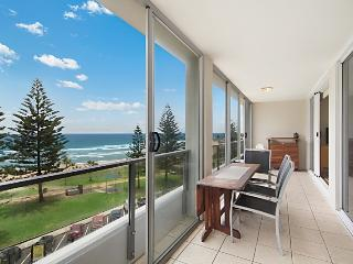 Rainbow Pacific Unit 20 - Beachfront unit Rainbow Bay Coolangatta, Southern
