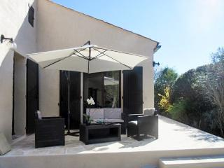 Charming French holiday home, Jonquieres-Saint-Vincent