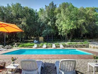 Secluded villa with private pool in Umbria. Jacuzzi, gym, bbq, Wi-fi. 5 bedrooms