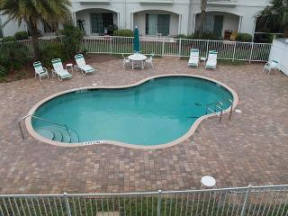 Walk to the beach, Covered Parking, Amazing 2 Bedroom Condo - New Rental