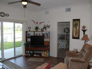 Walk to the beach, Covered Parking, Amazing 2 Bedroom Condo - New Rental, Saint Augustine Beach