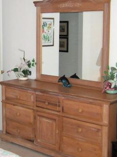 Dressing Table and Drawer Unit in All Bedroooms