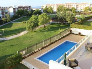 Alvor 3 Bedroom apartment w/ shared swimming pool