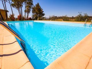 "Apt 8 La Certaldina ""Visit & relax in Tuscany"""