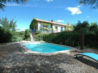 L'Oustalado - Beautiful apartment with pool, Maubec