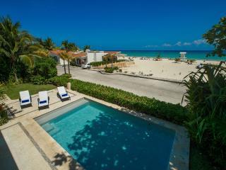 Oceanfront Home - Sleeps 16, Playa del Carmen
