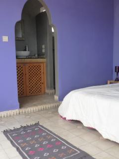 Chambre grise et violette