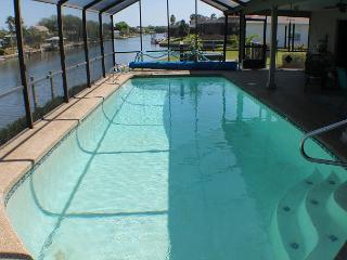 Canal/Water Front, Upgraded, Sleeps 6, 2 Bedroom, Pool, WiFi, Flat Screens