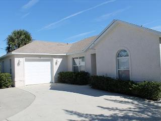 Ocean Paradise, Pet Friendly, Ocean Front, 3 Bedroom, 2 Bath Beach House, Saint Augustine