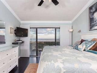 Upgraded Ocean Front/Beach Front, 2 Bedroom 2 1/2 Bath Condo, Wifi, Saint Augustine Beach