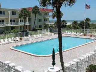 Ocean View 2 Bedroom, 2 bath condo - Steps to the beach - Gated Resort, St. Augustine