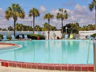 Family Friendly and Only Steps to the Beach, 2 Bedroom Condo, Hot Tub, Pool, Saint Augustine