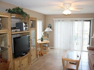 Ocean View Condo, 2 Bedroom, 2 1/2 Bath, WIFI, 4 heated pools, Crescent Beach