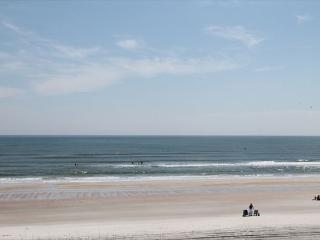 Direct Upgraded Ocean/Beach Front Condo, Flat Screens, WIFI, 4 Heated Pools, Crescent Beach