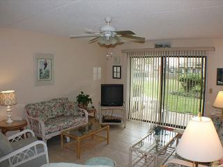 Ocean View Ground Floor Condo, 3 Bedroom, 4 heated pools, Crescent Beach