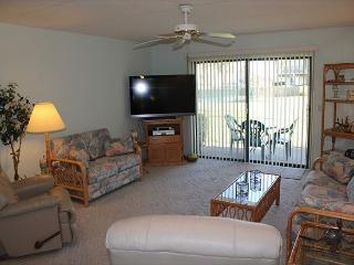 Summerhouse w/ Ocean View - Ground Floor - 2 Bedroom, 2 Bath, Wifi, Flat Screen, Crescent Beach