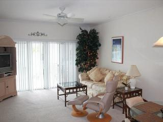 Beautiful 2 Bedroom, 2 Bath Condo with Pool View, Wifi, Flat Screens and more, Saint Augustine