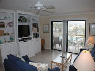 Ocean View Condo, Wifi, 4 heated pools, Tennis Courts, Shuffleboard, WIFI, Crescent Beach