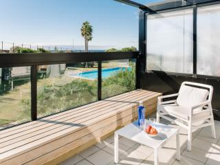 08 Seafront, golf, swimming pool