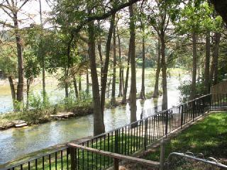 Rio Linda Lodge - 3bd/2bth, New Braunfels