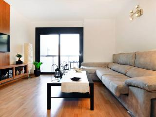 BARCELONA MOBILE WOLRD CONGRESS LUXURY FLAT 50 MIN TO MWC, Badalona