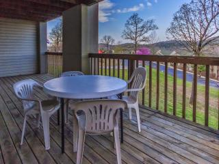 Branson Condo Rental | Eagles Nest | Indian Point | Silver Dollar City | Hot Tub (2710602)