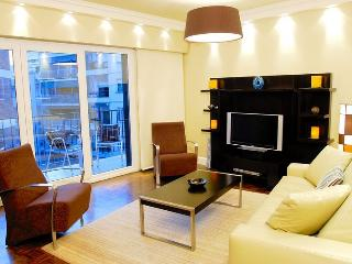 RECOLETA 2 BEDROOM / 2 BATH WITH BALCONY (R5), Buenos Aires
