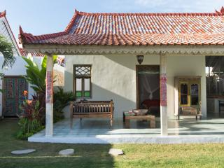 Bali Charm villa nearby the beach, Jimbaran