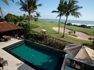 Sundara villa, ocean front 3BR Villa Tanah Lot, Tabanan