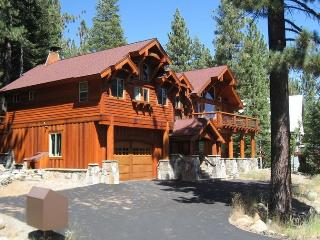 Tahoe Ski Lodge  WiFi, hot-tub sleeps 18