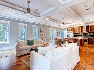 Exquisite Rosemary Beach home next to Barrett Square - The Atticus