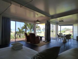 Emerald Beach ArtHOUSE Beachfront Accommodation