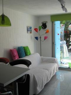 salon avec canapé lit convertible rapido