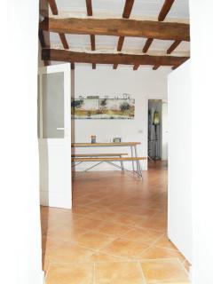 Vista cucina con porte di accesso alle due camere