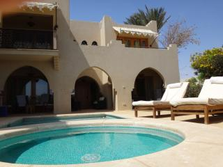 Sea view villa with pool and garden in Four Season
