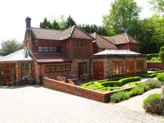 Frog Corner Main House, Pool & Landscaped Gardens