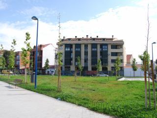 Exteriores zona residencial sin problemas de aparcamiento. rodeada de jardines y zonas deportivas