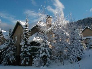Forest Trails 28 | 3 Bedroom Pet Friendly Townhome with Scenic Mountain Views, Whistler