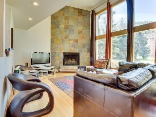 Modern condo on golf course, mountain views!, Beaver Creek