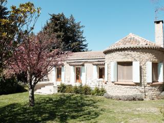 Provençal Cottage with Pool, Taulignan
