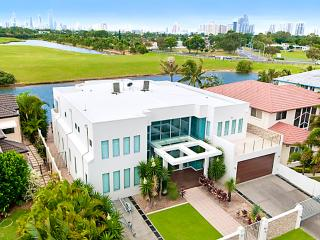 THE WHITE HOUSE GC, Gold Coast