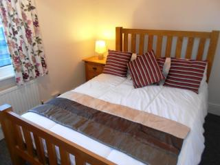 BOURNECOAST: SPACIOUS APARTMENT CLOSE TO SANDY BEACHES AND SHOPS -  FM182